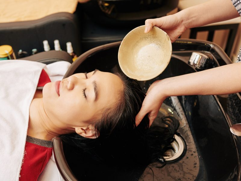 Rinsing hair with treatment